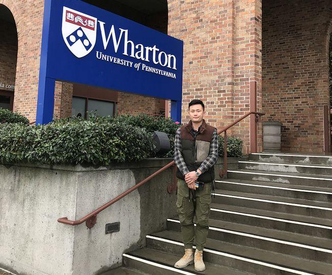 志がある中国のセーター町の青年企業家