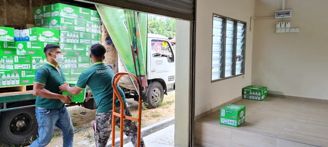 Spritzer Malaysia Sends Mineral Water to Families Affected by Flood in Kedah and Perak