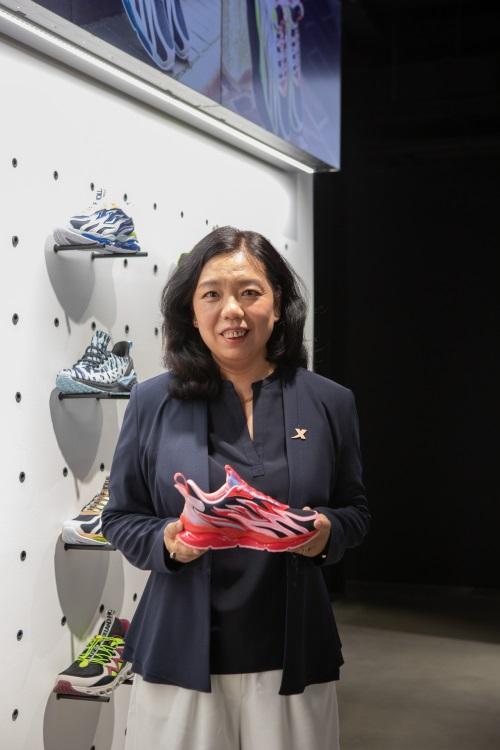 中国运动品牌首次登陆伦敦时装周 「特步」演绎英伦「跑出位」