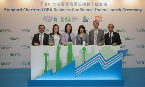 (from left) Standard Chartered's Kelvin Lau, Senior Economist, Greater China; Rose Kay, Head, Greater Bay Area; Mary Huen, Chief Executive Officer, Hong Kong; HKTDC's Margaret Fong, Executive Director; Johnny Wan, Director, Publications & E-Commerce; and Nicholas Kwan, Director of Research, at the launch ceremony of